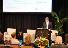 Richard Fox, Union Fleurs President opent het forum.
