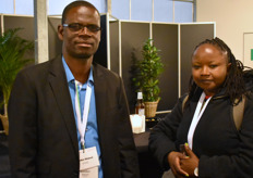 Gorden Makoni van Efgaz met Winnie Muya van Kenya Flower Council