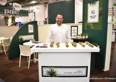 Manfred Robert of Liriope Factory. This US company, exhibiting at the SUSTA booth, supplies rooted cuttings of liriope and supplies them mainly to the US and Europe. For liriope, the European market continues to increase.