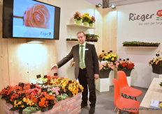 Matthias Rohde of Begonien Rieger presenting their begonia varieties, including their new varieties like Chicago - a new red variety that is a good outdoor and heat tolerant variety that flowers early.