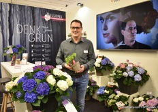 Andreas Pellens of Pellens Hortensien presenting their hydrangeas in their new 100% recyclable and 100% post consumer recycled material (from Pöppelmann).