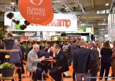 "At Dümmen Orange, a lot of meetings are taking place also at their booth, they presented their assortment of pot plants, annuals, perennials, cut flowers, tropical plants and flower bulbs. In comparison to last year, the lay out of the booth changed a bit. ""It changed from a wide product range presentation towards showing product highlights in inspirational settings. The booth received a complete makeover to inspire with megatrends and focus on the most important products."""