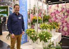 Gert-Han Jungerius of Monarch Flowers - a daughter company of Green Works presenting the ranunculus in the assortment.