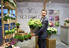 Soren Schroll of Schroll presenting their new green variety; Green Fusion. It is a long-lasting variety - during trials, it flowered up to half a year. The name Fusion illustrates fusion of pink and blue color of the flowers.
