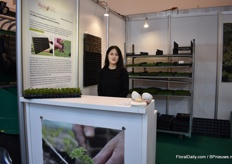 Minhye Kim of J' t House. In their booth, they proudly refer to the FloralDaily article in which they are mentioned, namely article 10 million young plants with the GreenPlug.