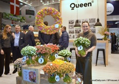 Louise Jepsen of Queen presenting the Kalanchoe cut flowers that have a vaselife of 3 weeks. A nice note, the flower donut hanging contains 250 kalanchoe stems and took 7 labor hours to create it.