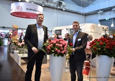 Göran Basjes and Wilhelm-Alexander Kordes presenting Con Amore, a relatively new red rose. Growers of this variety notice that this one works well with a lower light intensity.