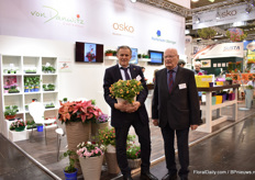 Herbert von Danwitz and Klaus Hörmandinger of von Danwitz presenting their calibrachoa; Candy Bouquet. It was introduced last year and special about this variety is the changing colors of the leaves.