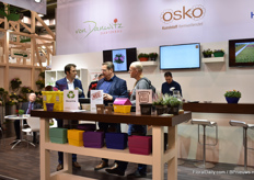 Ralf Ostkotte (on the left) of Osko talking with visitors.