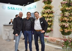 Menno Straver, Bob Leek and George Kester of Sakata with the Lisianthus Alissa in the back. These lisianthus has large fringed flowers and have a long shelf life.