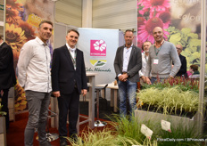 On 27 January 2020, the Polish company Vitroflora Grupa Producentów purchased 100% of the shares of Gebroeders Th. en W. Alkemade, B.V, a Dutch perennial young plants producer. At the show, they exhibited together for the first time. In the picture: Marco Vermeer of Alkemade, Tomasz Michalik of Vitroflora, Marco van Noort of ALkemade, Marcel Zimmer and Onno Zonneveld of Vitroflora.