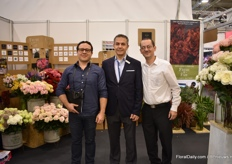 Juan Rodriguez of Hacienda Santa Fe, Miguea SanSur of Nevado Roses, both growers who sell their flowers to the platform, together with Esteban Munoz of Fresh-o-Fair.