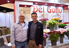 Johan Krijnen and Vittorio Santarpio of Del Golfo. The carnation is the main crop of this Italian grower, but at the exhibition their new green ranunculus attracts a lot of attention. The name of this variety: Real Clony Jean.