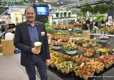 Kim Bjornekaer of Rosburg. This Danish grower grows kalanchoe, chrysanthemum, pot roses and calandiva in 6 cm pots. 95% of its products he grows is for export.