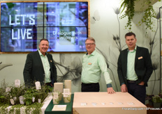 Nico Kok, Erwin van der Hoeven and Gerard van Reijn of Elburg-Smit. 'Let's be of use' was the main message of this fair, where they gave extra attention to their new concept Live Green - Think Green - Love Green. They only showed products made of 100% recycled plastic or plastic alternatives.
