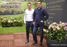 Dennis and Micheal de Geus from Select Breeding with their new product line of garden and pot roses. A real innovation in the market, because it is a robust yet compact plant that produces large flowers. In addition, the plant flowers very early and can be grown in a cold greenhouse.