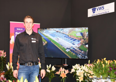 Joost de Jonge of VWS presented a small part of the assortment of their cut lillies and potted lilies, tulips and kalanchoes.