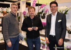 Gentlemen of OptiFlor (right) in conversation with Herr Dorenkamp of Gartencenter Augusburg.