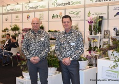 Ronald and Cees, SierteeltSales, presenting the flowers & plant arrangements of their growers.